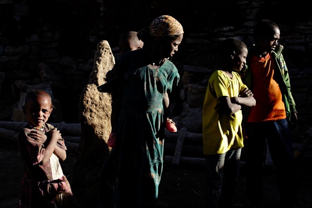 Children waiting and watching in Hagereselam (Photo ©Robert Bellamy)